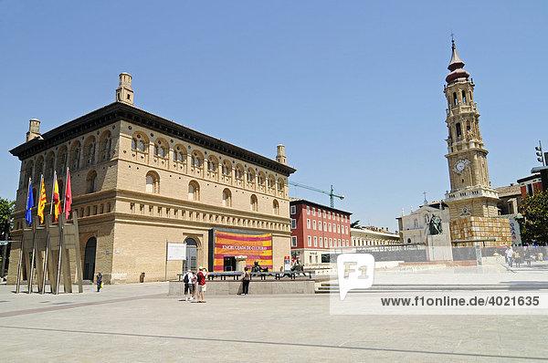 Lonja  Museum  Kathedrale San Salvador  La Seo  Platz  Zaragoza  Saragossa  Aragon  Kastilien  Spanien  Europa