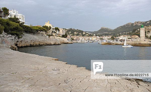 Küste  Haus  Hafen  Cassis  Bouches du RhÙne  Provence Alpes CÙte díAzur  Frankreich  Europa