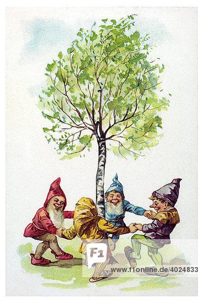 Historische Grußkarte  vier bunte Zwerge tanzen um eine Birke