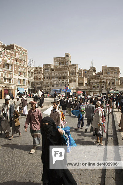 Souk  buildings made of brick clay  marketeers  square in front of the Bab El Yemen  San'a'  UNESCO World Heritage Site  Yemen  Middle East