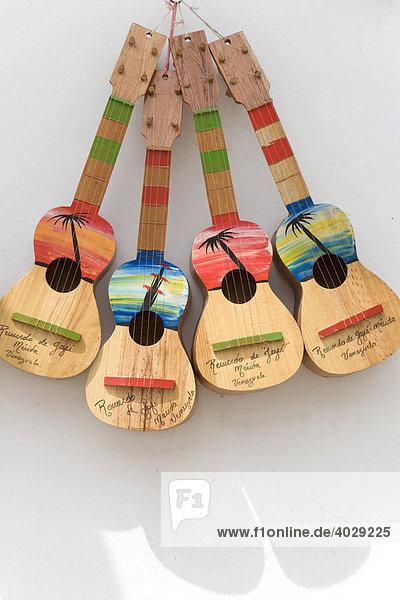 Gitarren  Souvenir-Geschäft in Jaji  Anden  Venezuela  Südamerika