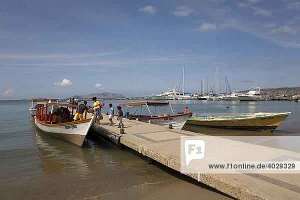 Ausflugsboote  Marina von Puerto La Cruz  Karibik  Venezuela  Südamerika
