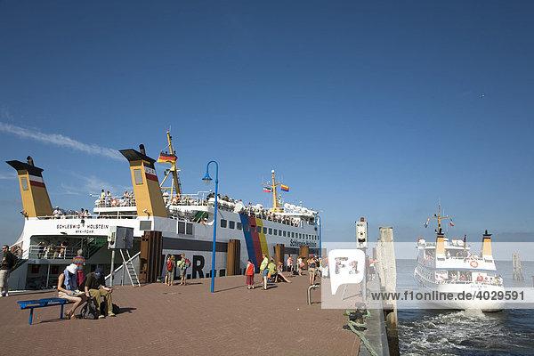 The Ferry  Schleswig Holstein  leaving the terminal in Wittduen on Amrum Island  North Frisia  North Sea  Schleswig-Holstein  Germany  Europe