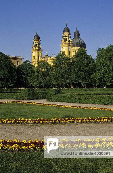 Hofgarten mit Theatinerkirche  München  Bayern  Deutschland  Europa
