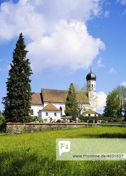 Pfarrkirche St. Kilian erbaut von M. Ötschmann 1726-1727  Bad Heilbrunn  Oberbayern  Bayern  Deutschland  Europa