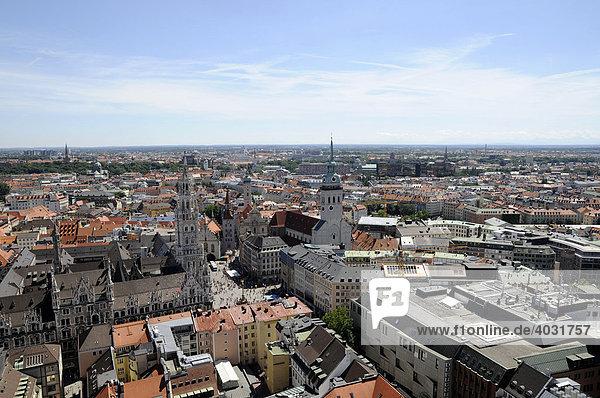 Aussicht vom Turm der Frauenkirche  in Richtung Rathaus  München  Bayern  Deutschland  Europa