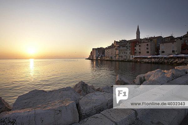 Rovinj bei Sonnenuntergang  Adria  Istrien  Kroatien  Europa