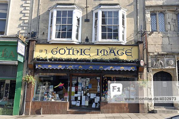 Gothic Geschäft  Häuserzeile  Innenstadt  Glastonbury  Mendip  Somerset  England  Großbritannien  Europa
