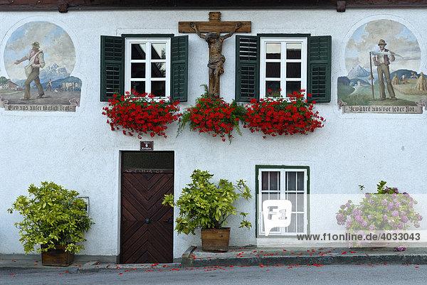 Bauernhaus  Fassade  bäuerlichei Malerei  Aussat  Ernte  Natters  Tirol  Österreich  Europa