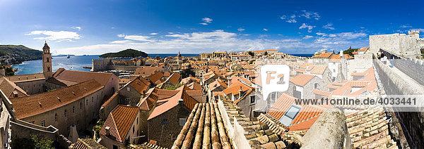 View over historic centre of Dubrovnik  UNESCO World Heritage Site  Ragusa  Dubrovnik-Neretva  Dalmatia  Croatia  Europe