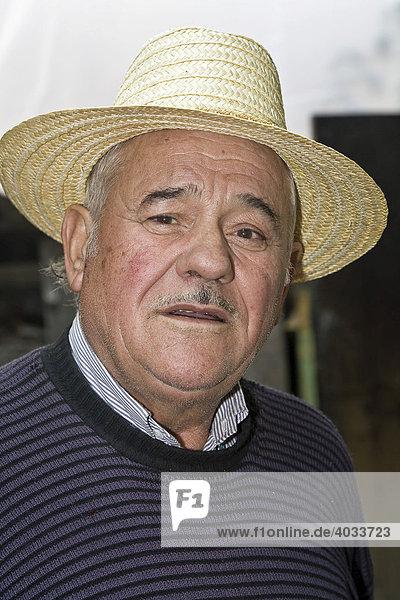 Portrait  rumänischer Mann mit Hut  Bezded  Salaj  Siebenbürgen  Transsilvanien  Rumänien  Europa