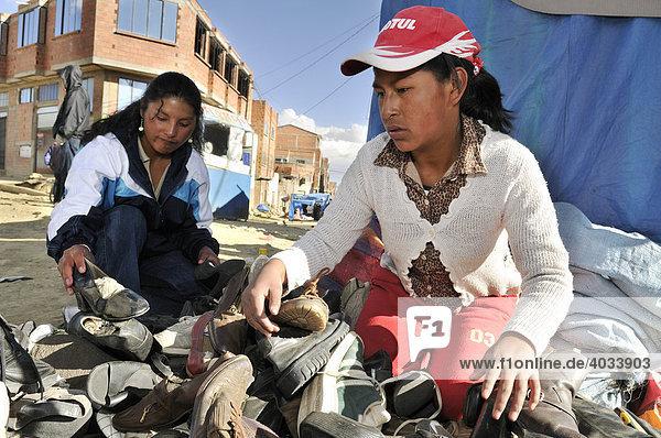 Child labour  13-year-old shoe-seller on El Alto market  La Paz  Bolivia  South America
