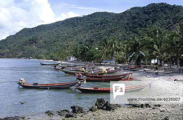 Fischerboote  Longtail-Boote  im Hafen von Hat Rin  Insel Koh Pha Ngan  Thailand  Asien