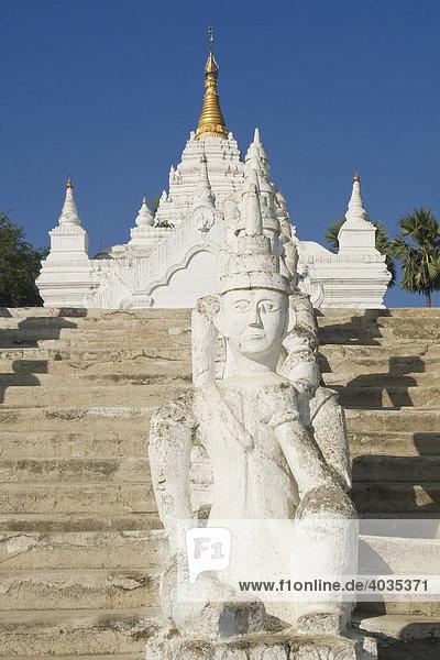 Set-Taw-Ya- oder Settawya-Pagode  Statuen  Mingun  Burma  Myanmar  Südostasien