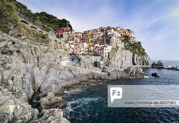 Das Dorf Manarola an der Steilküste  Ligurien  Cinque Terre  Italien  Europa