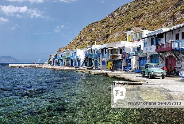 Bunte Häuser  kleines Fischerdorf Klima auf der Insel Milos  Kykladen  Griechenland  Europa