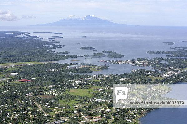 Madang  mit der Vulkan-Insel Karkar  Papua Neuguinea  Melanesien