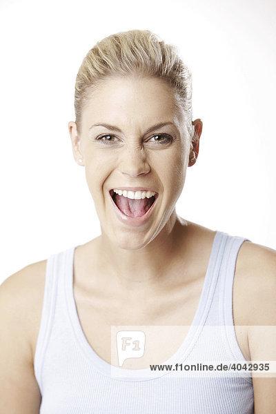 Blonde Frau in Top  lacht