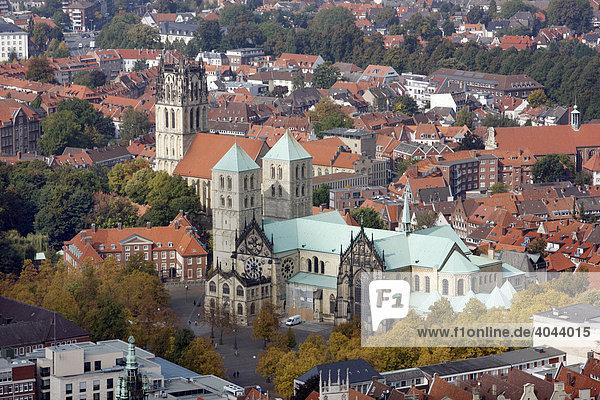 Überwasserkirche  links  St. Paulus Dom  Innenstadt von Münster  Nordrhein-Westfalen  Deutschland  Europa