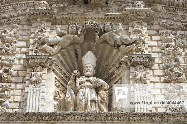 Relief des heiligen Nikolaus von Bari an der Fassade vom Dom San Nicola  Cattedrale Turritana Sassari  Sardinien  Italien  Europa