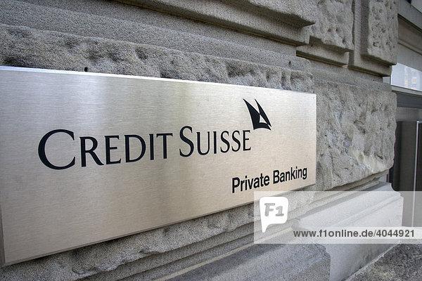 Schild Private Banking an einer Filiale der Credit Suisse