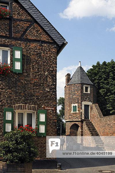 Pulvertürmchen an der mittelalterlichen Stadtmauer  Zollfeste Zons  Dormagen  Niederrhein  Nordrhein-Westfalen  Deutschland  Europa