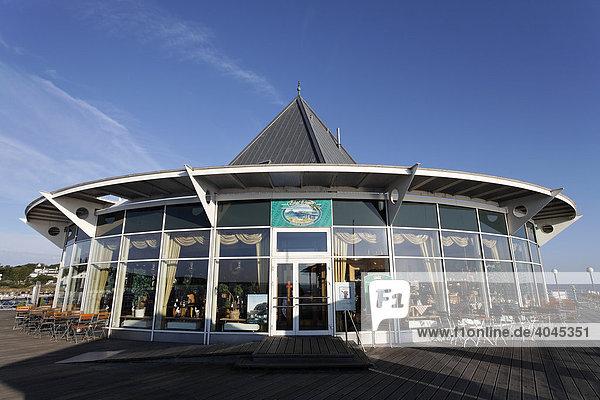 Moderner Glaspavillon  Seebrücke  Seebad Heringsdorf  Insel Usedom  Ostsee  Mecklenburg-Vorpommern  Deutschland  Europa