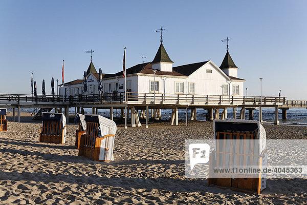 Seebrücke Ahlbeck  historischer Pavillon  Insel Usedom  Ostsee  Mecklenburg-Vorpommern  Deutschland  Europa