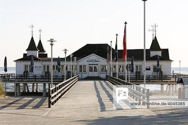 Seebrücke Ahlbeck  menschenleer  historischer Pavillon  Insel Usedom  Ostsee  Mecklenburg-Vorpommern  Deutschland  Europa