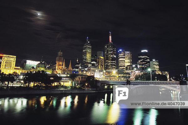 Melbourne bei Nacht  Melbourne  Victoria  Australien