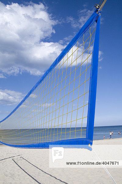 Beachvolleyball-Netz  Strand bei Glowe  Rügen  Mecklenburg-Vorpommern  Deutschland  Europa