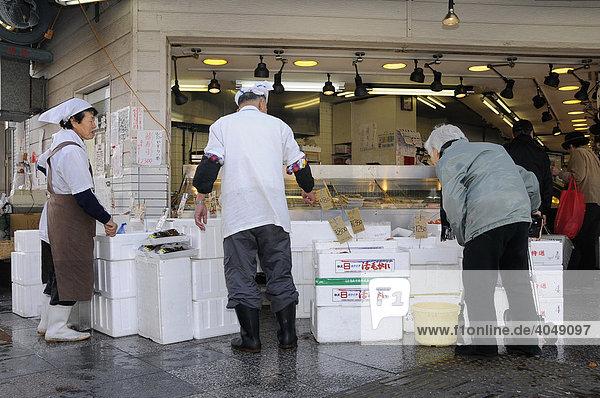 Verkauf von frischem Fisch in Kyoto  Japan  Asien