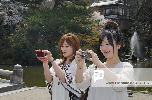Japanese teenagers with blonde dyed hair  wearing the typical fashion taking photos in Maruyama Park  Kyoto  Japan  Asia