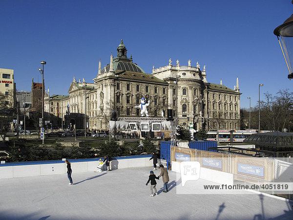 Justizpalast  Eislauffläche am Karlsplatz  Stachus  München  Bayern  Deutschland  Europa