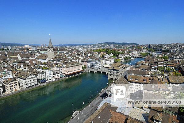 Blick auf Altstadt und Limmat  Zürich  Kanton Zürich  Schweiz  Europa