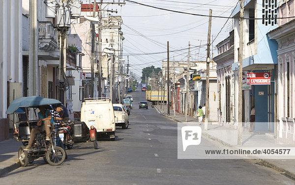 Straße in Cienfuegos  Kuba  Karibik  Amerika
