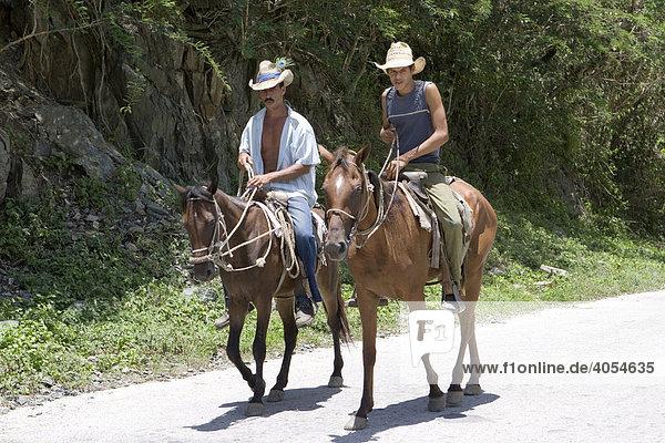 Zwei Reiter  Kuba  Cuba  Karibik  Amerika