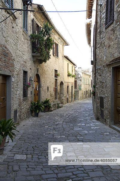 Typisches altes Weinstädtchen St Angelo mit alten Gassen  Chianti  Provinz Florenz  Firenze  Toskana  Italien  Europa