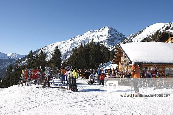 AprËs Ski auf der Heitwanger Hochalm  Bichelbach  Tirol  Österreich  Europa