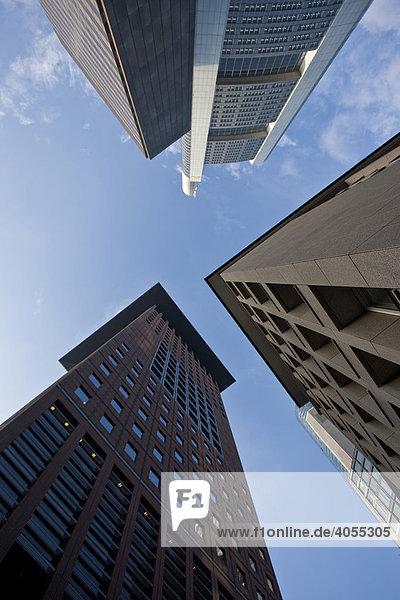 Perspektive von unten Japan Tower  Commerzbank  Hessische Landesbank  Garden Tower  Frankfurt  Hessen  Deutschland  Europa