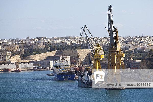 Der Grand Harbour mit den Schiffsdocks  French Creek  Valletta  Malta  Europa