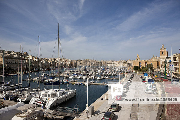Dockyard Creek between Vittoriosa and Senglea  St Lawrence Maritime Museum in the back  Vittoriosa Brigu  Malta  Europe
