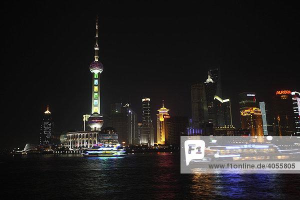 Pudong  Nachtaufnahme  Shanghai  China  Asien