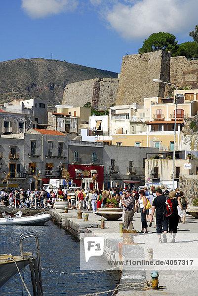 Day tourists visiting the port of Marina Corta and the castle hill in the city of Lipari on Lipari Island  Aeolian or Lipari Islands  Tyrrhenian Sea  South Italy  Italy  Europe