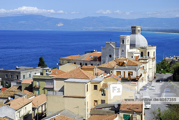 Church of San Rocco e San Francesco di Paola and houses with a sea view underneath the coastal cliffs  Pizzo  Vibo Valentia  Calabria  Tyrrhenian Sea  South Italy  Italy  Europe