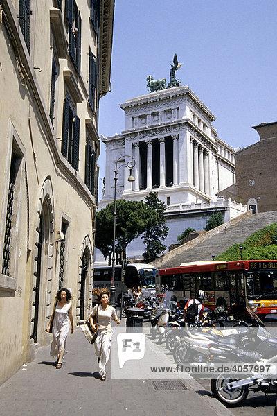 Vittoriano  Monumento a Vittorio Emanuele II  Altare della Patria  imperiale Gedenkstätte  Via del Teatro di Marcello  Rom  Italien  Europa