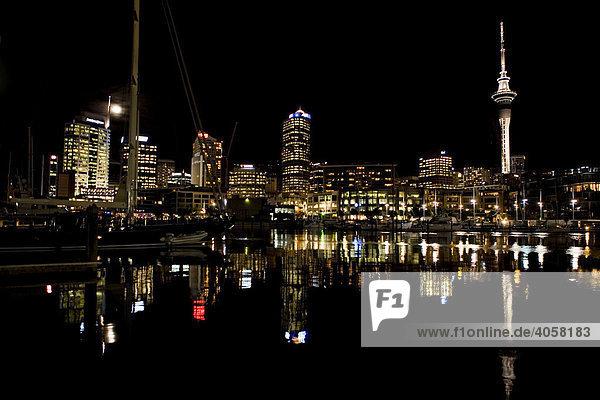 Skyline von Auckland bei Nacht  Auckland  Nordinsel  Neuseeland