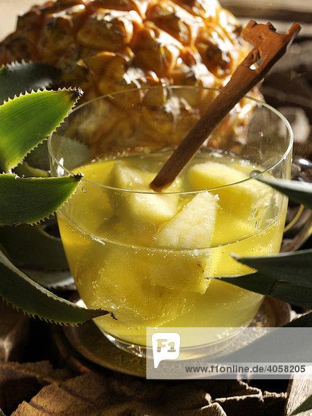 Ananasbowle im Glas - Rezeptdatei vorhanden