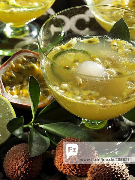Maracuja Litschi Bowle im Glas - Rezeptdatei vorhanden Maracuja Litschi Bowle im Glas - Rezeptdatei vorhanden