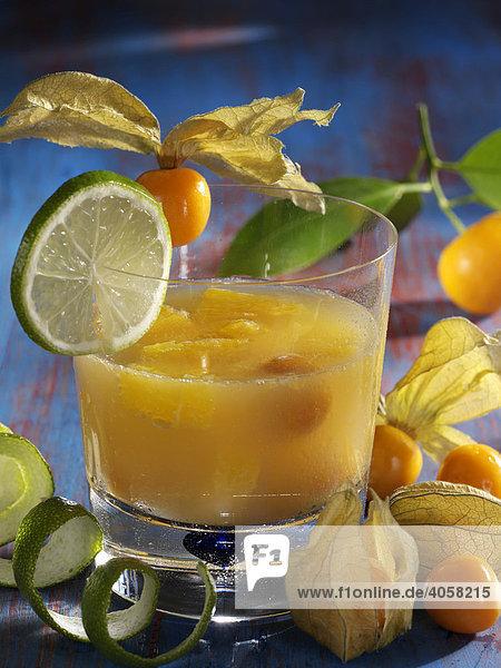 Orangen Physalis Bowle im Glas - Rezeptdatei vorhanden Orangen Physalis Bowle im Glas - Rezeptdatei vorhanden